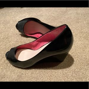 CL BY LAUNDRY BLACK WEDGES